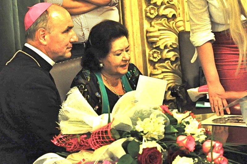 Virginia Zeani book signing in Romania May 2011