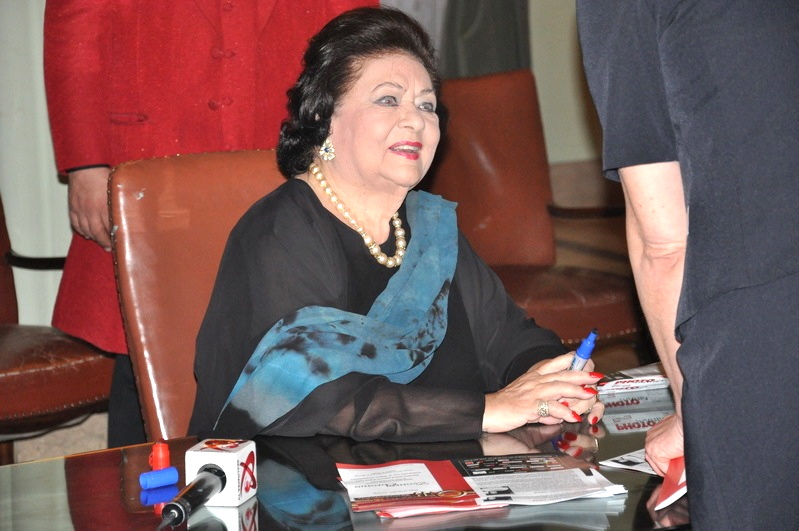 "Virginia Zeani signing her new book "" Canta che ti passa"" Romania May 2011"